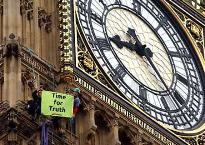 London protesters climb Big Ben